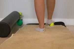 Die-Pilatisten-Barre-Workout-Fußarbeit-Footwork-release